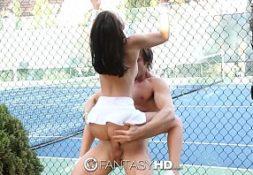 Comendo novinha gostosa na quadra de tenis